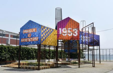 İstanbul Modern Müzesi'nin Bahçesinde Bir Değişim