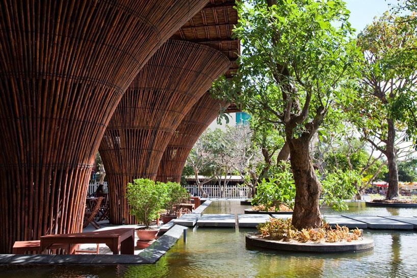 Bambuların Gölgesinde
